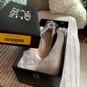 Naturalizer Gray Flats size 10 W NEW in box